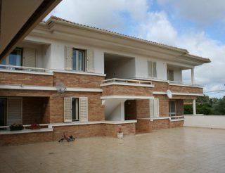 Edifício de Comercio e Habitação, construído para Venda, Sita em Boavista, Leiria